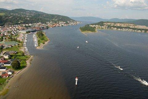 b0482b83 Svelvik by ligger vakkert til ved Drammensfjorden smale midje.Arkivfoto.