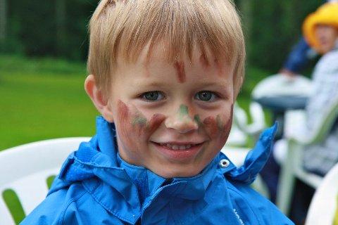 Vemund Sylling Kornrud (5) syntes det var moro å bli malt i ansiktet og besøke trollene i Trollskogen.