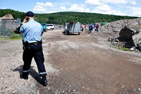 Politiet var også tilstede da romfolket ankom eiendommen på Årvoll.