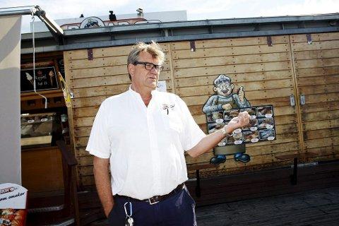 Roar Kokvik, Roar i bua, opplever sin tyngste sesong på de åtte årene han har drevet sjømatutsalg på Honnørbrygga.
