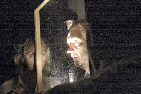 MØRK MUSIKAL: Statsteateret, her med Marit A. Andreassen og Gard B. Eidsvold, spiller «1349 - Pesten» til og med fredag på Gamle Ormelet; en musikal fra tiden rundt svartedauden. Neste år er de tilbake med sitt neste prosjekt «1537 - Reformasjonen». Foto: Marius Strøm