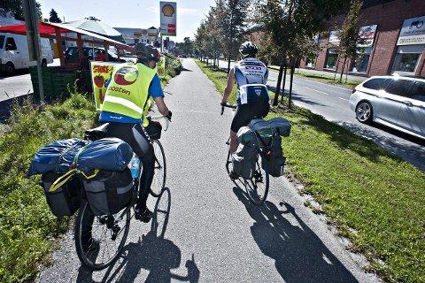NESTE STOPP BERLIN: Her starter turen for Simen Simensen og Kjetil Telnes.