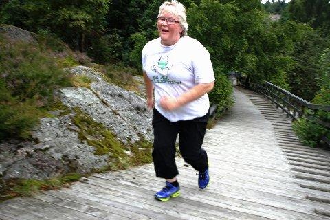 Friskt Petra Maagaard fikk henvisning til Frisklivssentralen fra sin fastlege. Her i friskt bakkeløp under intervalltreningen i går.