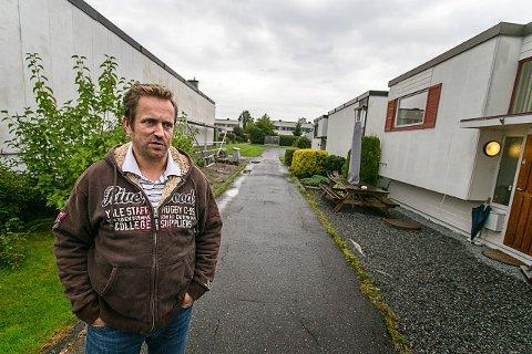 Jan Olav Harstad er overrasket over at de fikk lov til å skyte fugler. – Det er ikke så mange fugler å se når det regner, men på solfylte dager er det mange, sier Harstad. Foto: Audun Braastad