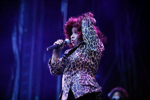 Fremdeles mye energi i R&B-artisten Chaka Khan som samlet 1.500 på  Rådhusplassen onsdag kveld.