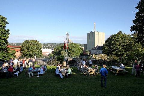 Mossefossens dag, Chrstian Fredrik dagene og konvensjonsdagen med frokost ved Fossen.