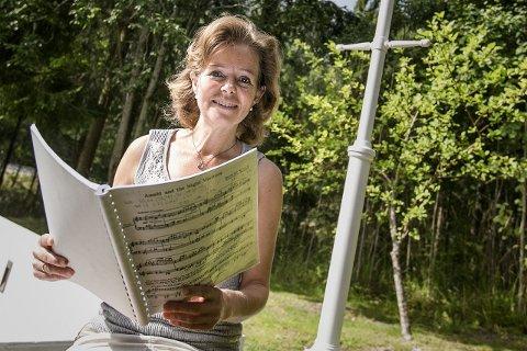 Sangglad: Liv Ragnhild Torneberg er dirigent i musikalkoret Scenario, og ønsker seg flere medlemmer. FOTO: AUDUN BRAASTAD