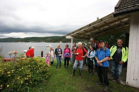 Etter en lang tur over Fuglesangåsen ble turdeltagerne påspandert kaffe i Velhuset ved Brevikstranda. Neste tur blir gjennom Frogn Sørmark 30. september.