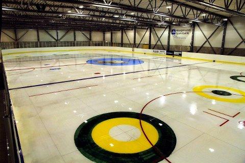 Fortsatt må store og små hockeyspillere vente på å komme på is.