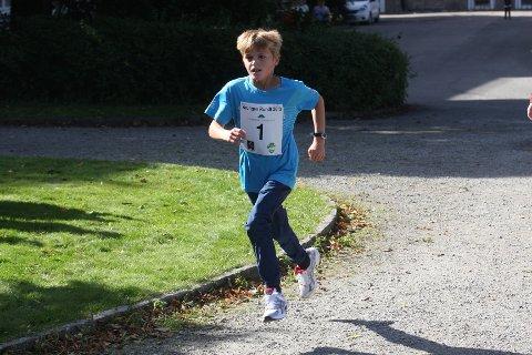 STOR FART: 10-åringen Nils Tveite fra Ås IL imponerte med sterk løping i den 2,5 kilometer lange løypa.