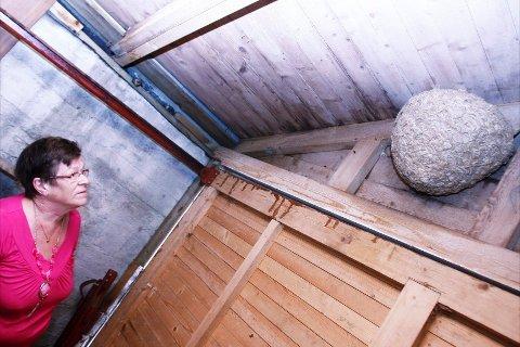 SVÆRT: Slik ser det ut i garasjen til Solveig Pedersen i Haugesund. Foto: Harald Martel Bersaas