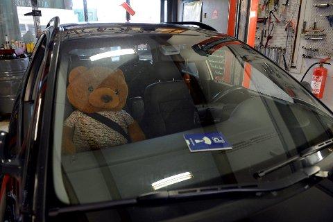 Både bil og bamse er undersøkt av politiet i Sandefjord.