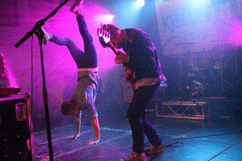 SPENSTIG GJENG: Bandet Murphys Law fra Toten leverte en energisk opptreden for sitt publikum. FOTO: NORA SHIKOSWE HOUGSNÆS