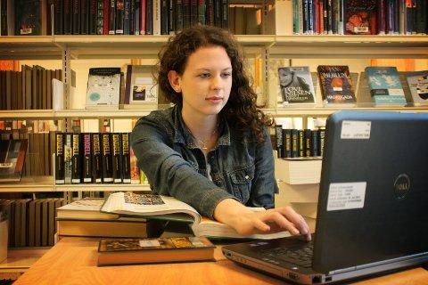 Susanne Skretteberg Andersen begraver seg i lekser i likhet med mange på hennes egen alder.