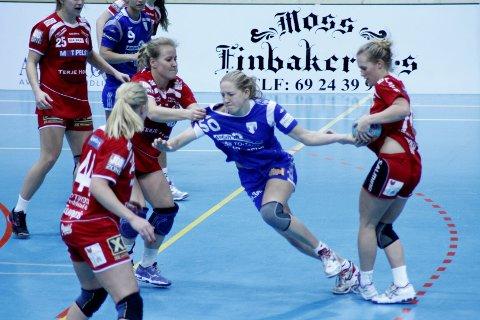 Emma Hogeus og resten av HK Rygge-laget har det tøft mot Njård i Oslo.