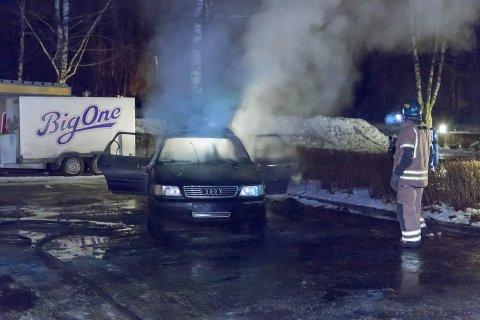 I FULL FYR:  En stjålet Audi er trolig tent på natt til fredag. ALLE FOTO: NyhetX.no/Sturla M. Kolding
