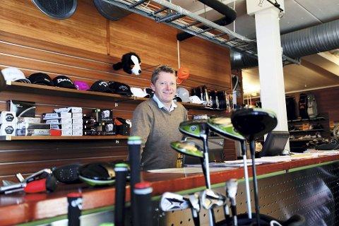 Tom Arne Tollefsen har spilt golf siden han var 13, vært på landslaget, driver golfhall og arrangerer golfturer. – Jeg er priviligert som får jobbe med hobbyen min.
