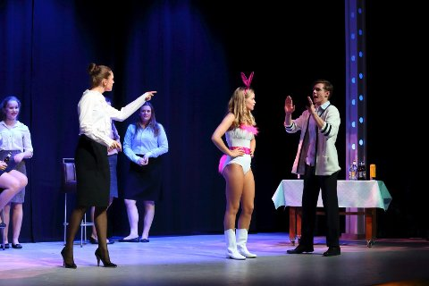 """APPLAUS setter opp """"Legally Blonde"""" på Parkteatret."""