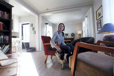 Filosof Maja Holst Svendsen (31) fra Eik holder kurs og planlegger å starte egen samtalepraksis. Her med hunden Milla.