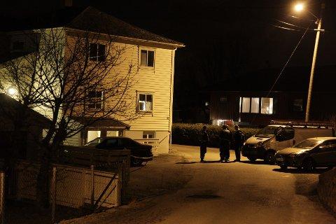 Kriminalteknikerne ankom åstedet like etter klokka 01.30 natt til lørdag, og startet umiddelbart sine undersøkelser.