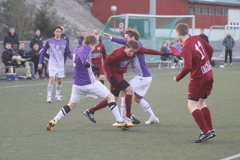 Langhus-angriperne har foreløpig ikke funnet veien til nettmaskene denne sesongen. Her er det Henrik Køhn Nilsen som finner veien blokkert i tirsdagens kamp mot Grüner.