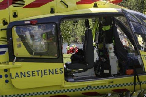 En person blir fløyet til Oslo med luftambulanse etter å ha blitt hentet opp av vannet.