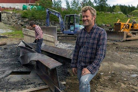 Kunstner Magne Furuholmen lager et helt spesielt tuntre til Kjell Inge Røkkes hytte på Oppdal. Verket er laget i Asker, av askerbøringer.