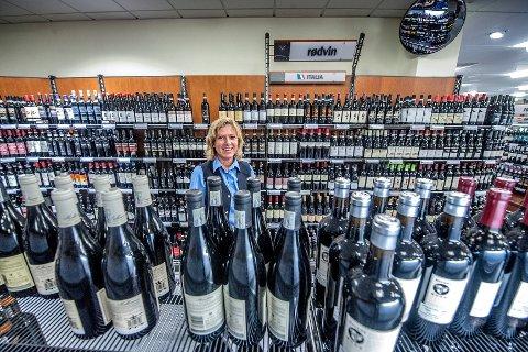 Polsalget har gått tilbake i Ski, men det er akkurat som butikksjef Nina Østby har budsjettert med.