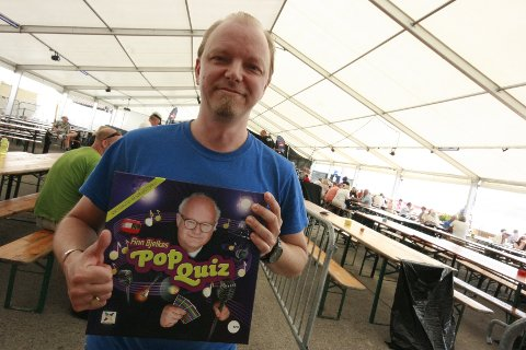 Kai Skøld stakk av med 1. premien i Finn Bjelkes Pop quiz.