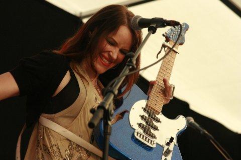 Under konserten med Erja Lyytinen var det mer enn 1100 inne på festivalområdet. Noe som ga et godt trøkk foran scena.