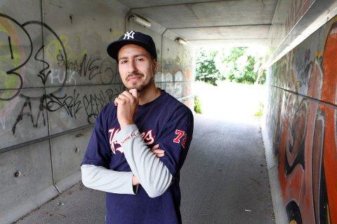 VIL VINNE: Remy Helgesen (24) fra Borgen, også kjent som «Remo aka Eclipse», er semifinalist i musikkonkurransen Rapvalg 2013 med sin selvskrevne låt «All Rise».
