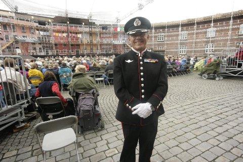 Foran hver operaforestilling på Oscarsborg så ønsker Komandant Stein Erik Kirknes velkommen. Mandag ønsker han alle velkomne til å overvære saluttering.