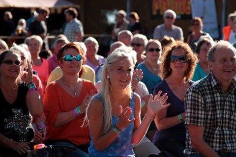 For publikum på Festivalen Sin stod høydepunktene i kø i helgen. Været spilte også på lag med musikken og stemningen. Foto: Espen Vinje
