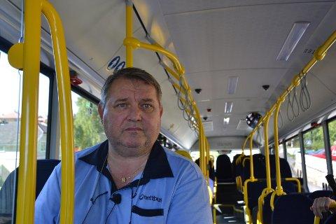 Roger Larsen, hovedtillitsvalgt for Fagforbundet hos Nettbuss, mener det er lite vilje til å satse på kollektivtrafikk i Fredrikstad (foto: Stein Ove Korneliussen).