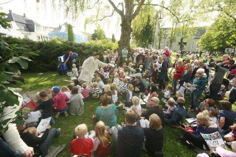Akershus teater gikk gjennom kunsthistorien på en morsom og underholdende måte. Til stor fornøyelse for de fremmøtte.