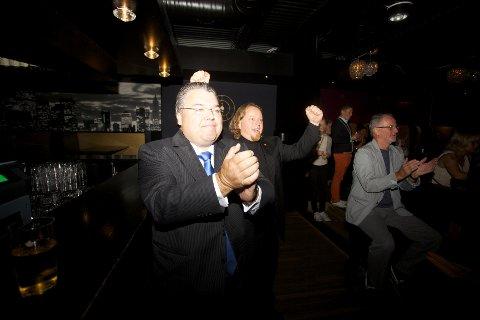 Morten Wold jubler  på Frps valgvake.