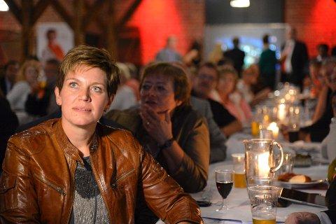 Buskerud Aps Laila Gustavsen håpet i det lengste at hun fikk beholde plassen på Stortinget. Først da stemmene fra Kongsberg var talt opp, ville hun innrømme at plassen røk.