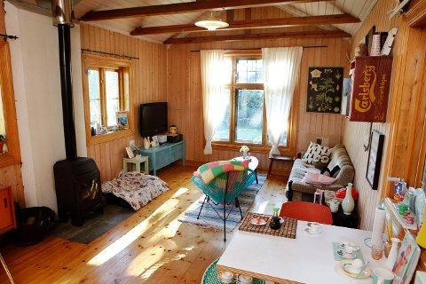 Uglehytta: Bloggen kalles Uglehytta etter vennene som konsekvent refererer til det lille huset på Høvik som hytta. Interiøret er en god miks av gammelt og nytt, men selve stilen er 50,- 60- og 70-talls.