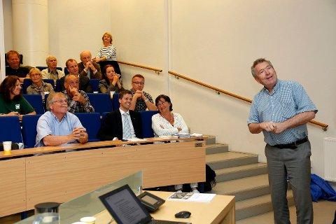 DEBATT: – Få spørsmål engasjerer mer enn hvor vi bygger boliger, og hvordan vi utnytter våre områder og planlegger biltrafikk og kollektivtransport, skriver fylkesordfører Nils Aage Jegstad. Her på et debattmøte om E18 og Oslopakke3 på Sandvika videregående skole, med blant andre KrF-leder Knut Arild Hareide (i midten foran).