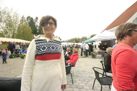 Markedet på Folkvang var godt besøkt i helgen. – Her skal man få vite hva som selges av mat og andre produkter som er produsert i distriktet, forteller Jorunn Henriksen fra Frogn Bygdekvinnelag.