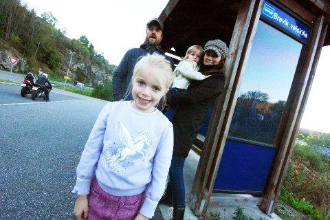 Fra 15. desember kan Mia, sammen med pappa Øyvind Rostad, lillesøster Thelma og mamma Anette Isachsen ta bussen til Nesooddtangen, Vinterbro, Ski og Drøbak fra Brevik i Nordre Frogn.  – Utrolig viktig for lokalmiljøet på mange plan, påpeker Øyvind og Anette.