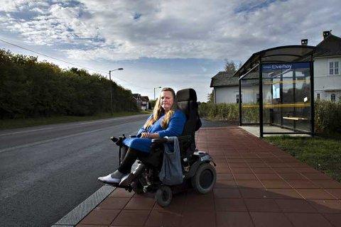Maria Hagen ble nektet å være med bussen, fordi sjåføren angivelige «ikke likte» elektrisk rullestoler.