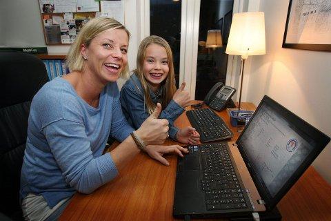 PÅ NETT: Spenningen stiger og nedtellingen begynner like før klokken 18.00 hos familien Skagefoss.
