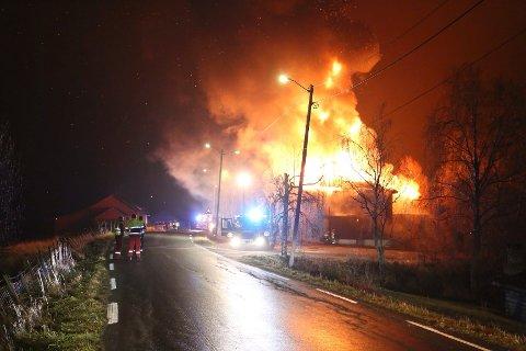 Samfunnshuset Ignarbakke i Enebakk brant ned natt til torsdag 7. november