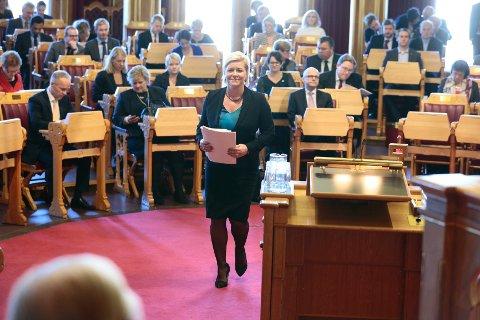 Finansminister Siv Jensen (Frp) legger fredag frem regjeringens forslag til tilleggsproposisjon for statsbudsjettet 2014.