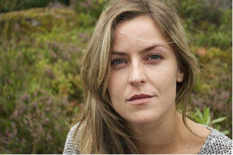 Liv Skree forteller at hun lå én måned på lukket avdeling uten å få snakke med psykolog.