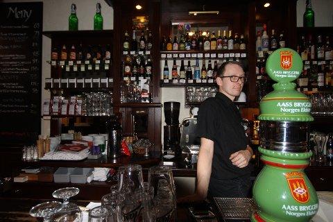 Chris Sørensen samler øl året rundt for å ha utvalget klart til juleøl-smakingen på Brandstrup.