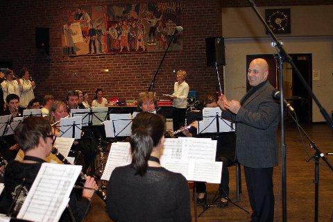 Samspillbandet var gjester på Moss og Omegn Janitsjars konsert i Samfunnshuset i Moss. Dirigent Sverre Caspersen ledet Janitsjaren.