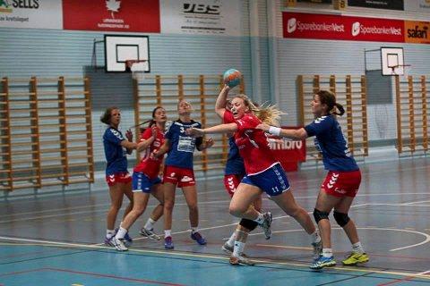 Emilie Christensen har scoret mange mål for Fana i 1. divisjon. Nå kommer hun til Glassverket.
