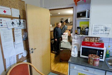 ROBBET:  Hallansvarlig Philip Iversen kan bare konstatere at safen i Ski ishalls kafeteria er tømt for store penger. ALLE FOTO: BJØRN V. SANDNESS